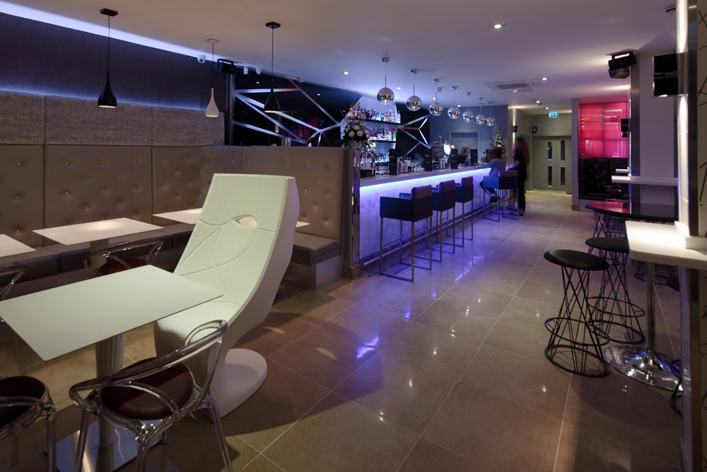 Bar Blanco TOWIE Image
