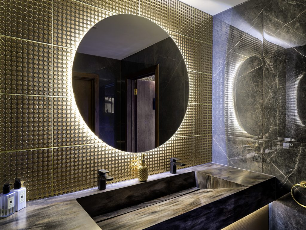 Luxury WC's & GYM Image